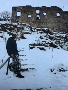 - Nov/Dez, 1995. Ich an der Burgruine Falkenstein bei Pfronten in Ostallgäu.